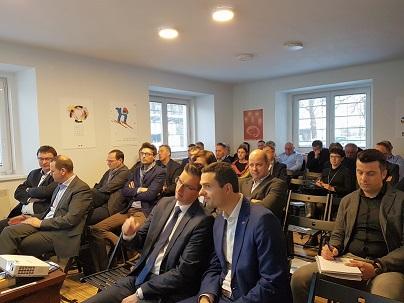 Člani Podjetniškega kluba Kamnik in zadruge KIKštarter center z.b.o. bodo z zbranimi sredstvi mladim startupom kupili poslovno stavbo