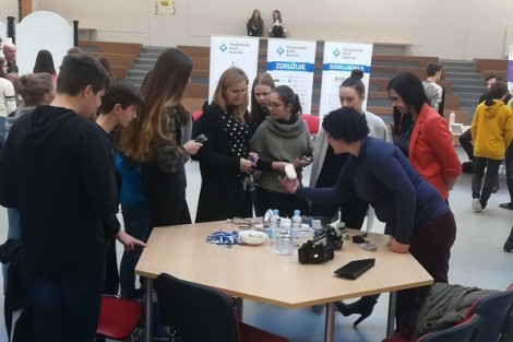 Tradicionalno sodelovanje članov Podjetniškega kluba Kamnik na Karierni tržnici na Gimnaziji in srednji šoli Rudolfa Maistra Kamnik